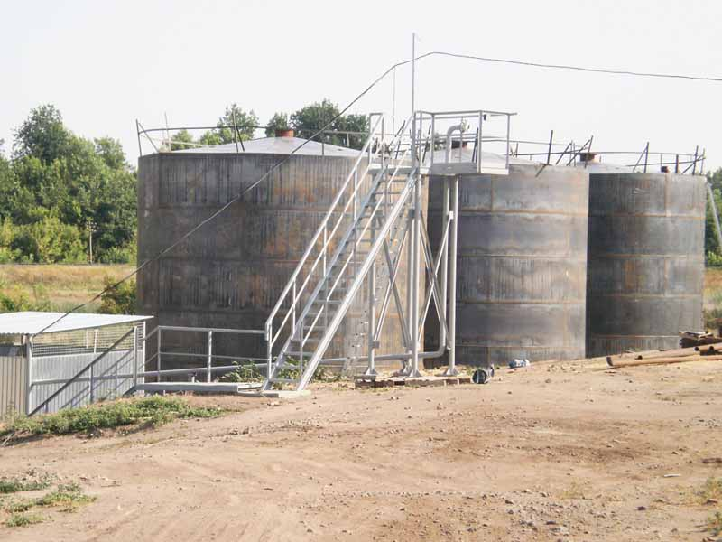 P4090230 Liquid chemical fertilizers tank farm