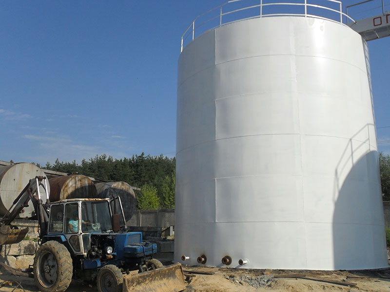 stalnoj vertikalnyj rezervuar dlya nefti foto Стальной вертикальный резервуар для хранения нефти