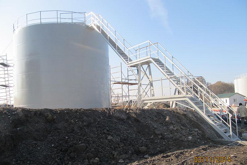 ustanovka stalnyh rezervuarov dlya nefteproduktov foto Установка стальных резервуаров для хранения нефтепродуктов