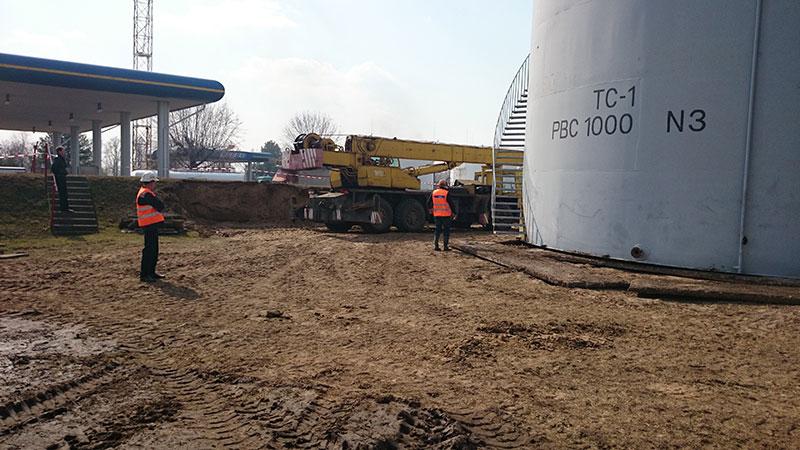 ustanovka stalnyh rezervuarov dlya topliva foto Установка стальных резервуаров для хранения топлива