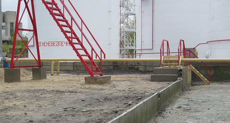 vertikalnye rezervuary dlya nefteproduktov foto Вертикальные резервуары для хранения нефтепродуктов
