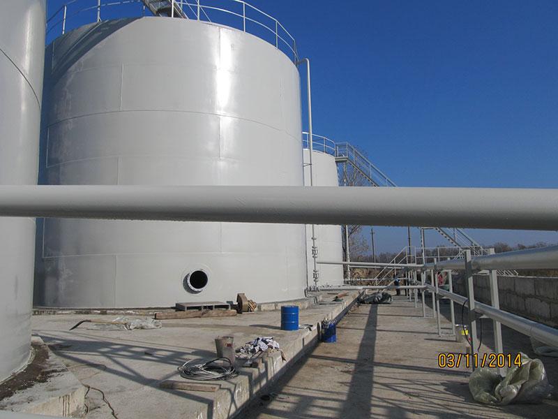 vertikalnye tsilindricheskie rezervuary dlya nefteproduktov foto Вертикальные цилиндрические резервуары для хранения нефтепродуктов